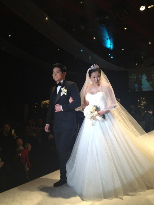 hyun young finally walks down the aisle allkpopcom