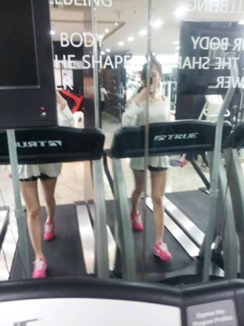 Hyuna Snaps A Photo Of Herself On The Treadmill Allkpop Com