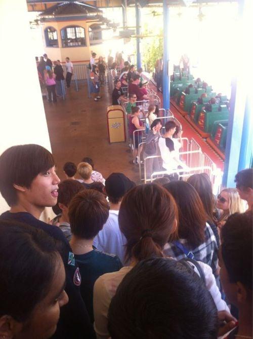 Fans Spot Sm Artists At California S Disneyland Amp Knotts