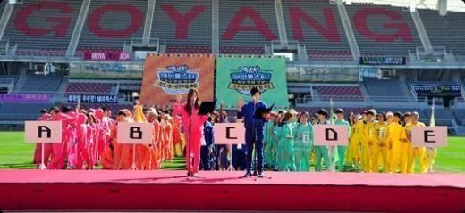 2AM, Seulong, Jimin, A-JAX, Hyojun, B1A4, Baro, B.A.P, Bang Yong Guk, Youngjae, B2ST, Doojoon, Yoseob, Kikwang, Block B, U-Kwon, Minho , BTOB, Eunkwang, EXO, Luhan, Xiumin, INFINITE, Woohyun, Hoya, SHINee, Minho, Shindong, TEEN TOP, Ricky, VIXX, Ravi, ZE:A, Kwanghee, Taeheon, Dongjun, M.I.B, 5Zic