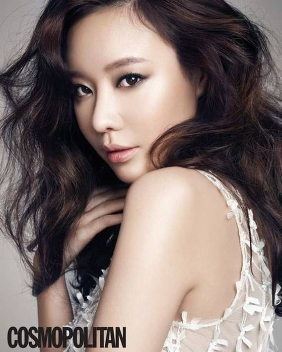 Kim Ah Joong Looks Glamorous For Cosmopolitan Gives
