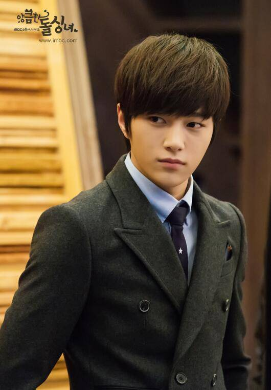 Infinite S L Suits Up In Still Cuts For Cunning Single