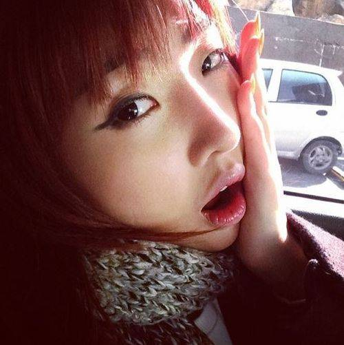 2NE1's Minzy is excited for her first day of college