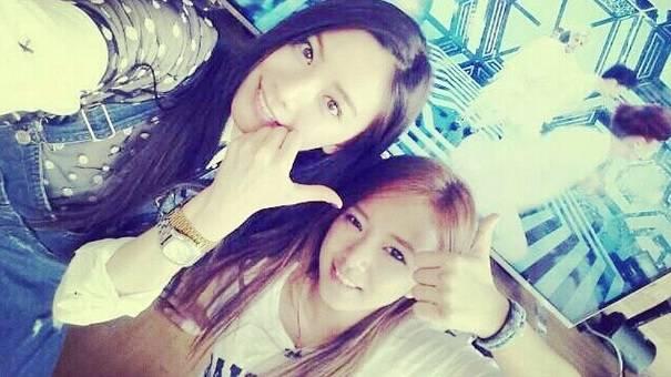 Song ga Yeon Legs Nana And Song ga Yeon Support
