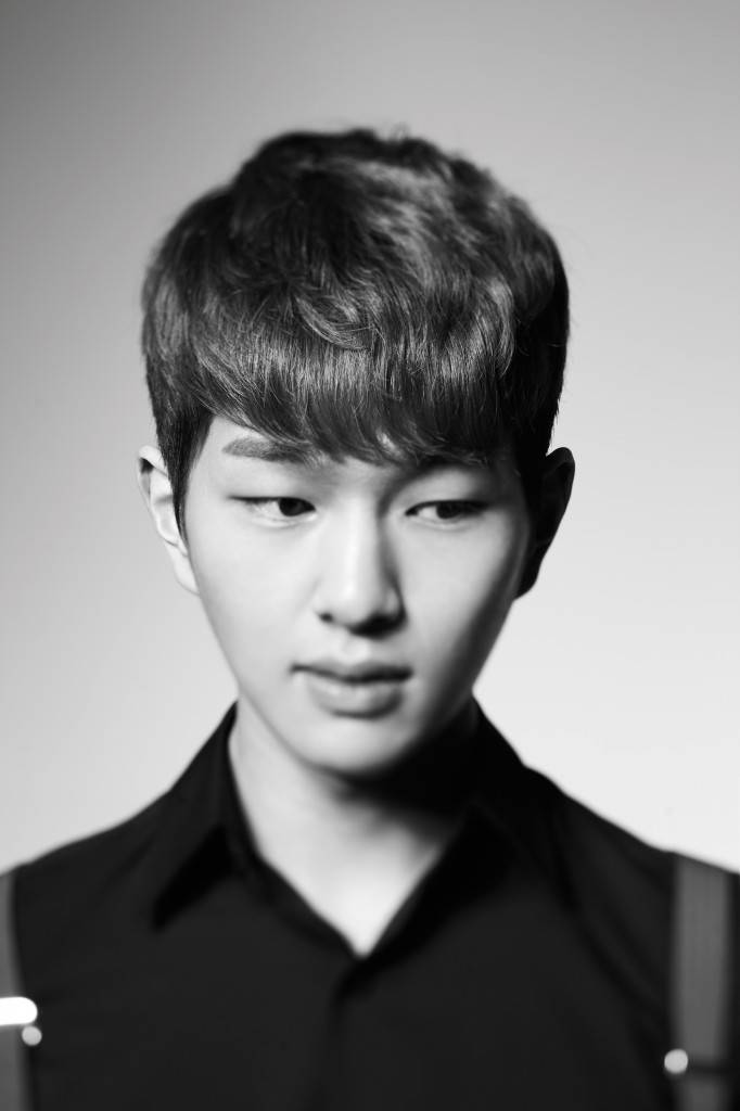 Shinee S Onew Recovering After Throat Surgery Allkpop Com
