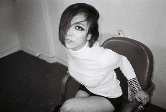 f(x) continue on teasing with Luna's 'Red Light' teaser ... F(x) Luna Red Light Live