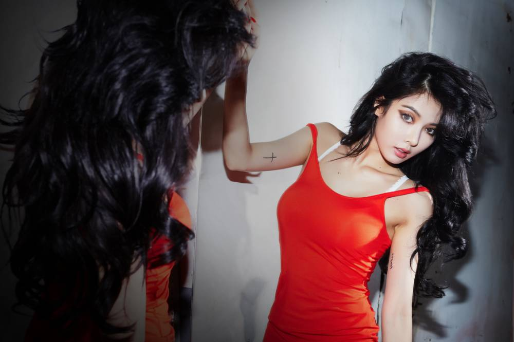 Hyuna Releases ...