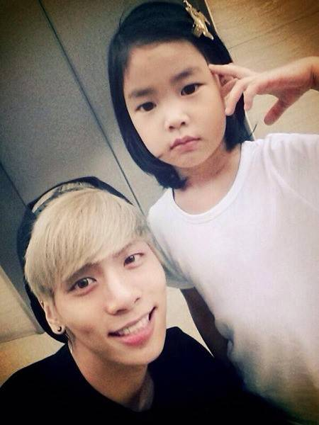 SHINee's Jonghyun and Tablo's daughter Haru pose for some ...