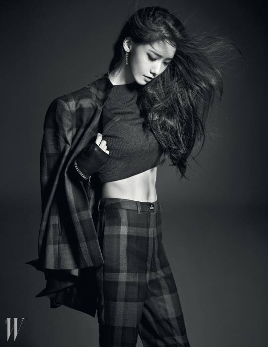 YoonA bares her abs an...