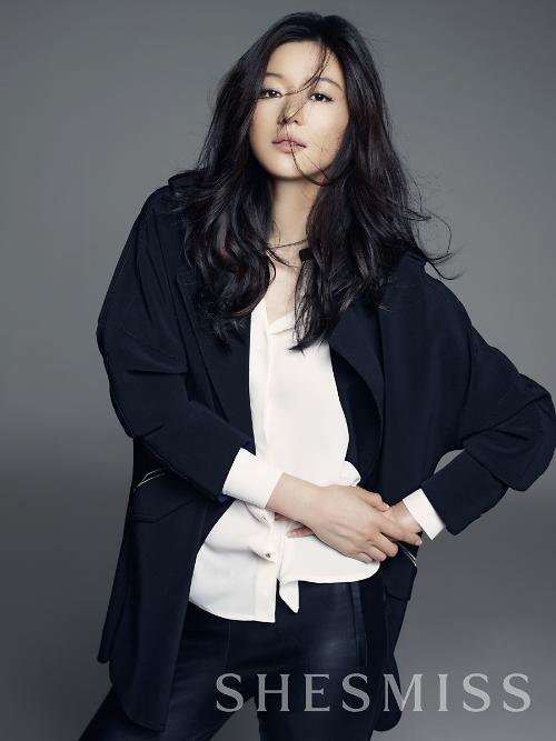 Jun Ji Hyun shines with her elegant beauty in the autumn ...