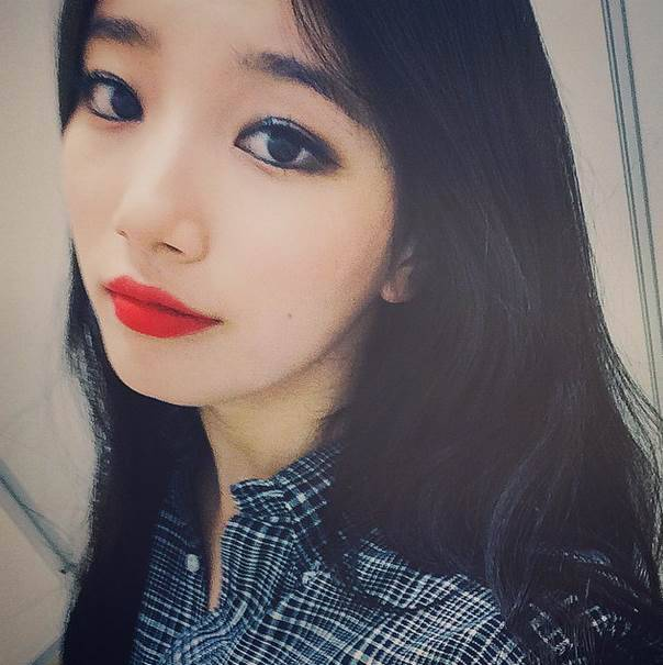 miss a 39 s suzy opens up an instagram account. Black Bedroom Furniture Sets. Home Design Ideas