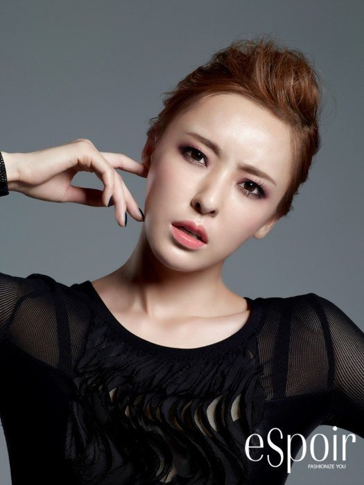 Lee Da Hee Takes On Fall Makeup Trends In Photoshoot With