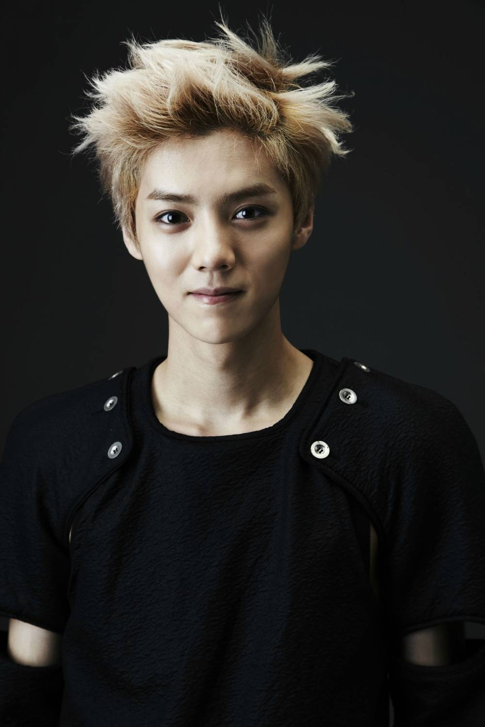 Luhan's father speaks up about Luhan's decision to file a ...  Luhan's fat...