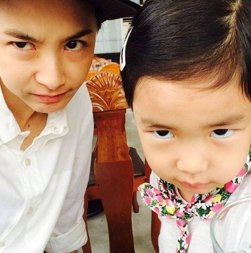 Kang Hye Jung and her daughter Haru greet the day with ...