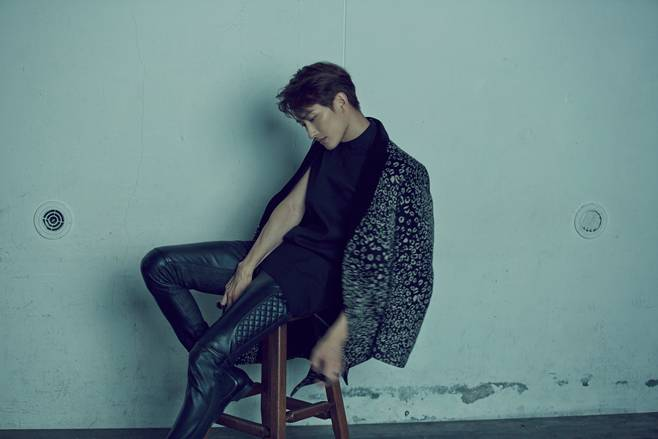 SM Entertainment's upcoming male solo artist revealed to be Super Junior-M's Zhoumi!