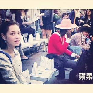 G-Dragon and Mizuhara Kiko spotted at 'Chanel 2015 S/S ...