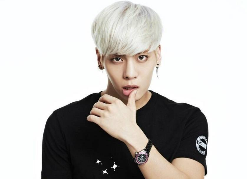 SHINee's Jonghyun reported to make his solo debut next month
