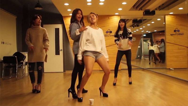 MAMAMOO release choreography version of 'Piano Man' wearing