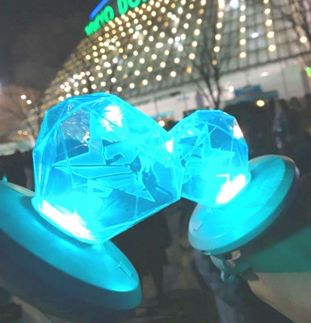 Shinee S New Official Lightsticks Are A Huge Hit In Japan