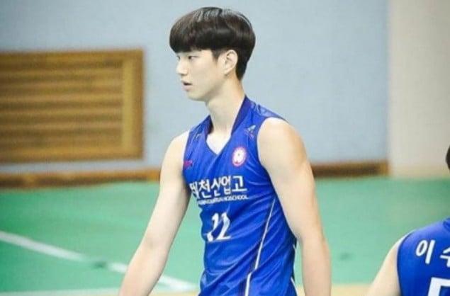 Handsome Volleyball Player' Lim Sung Jin graduates from high school |  allkpop