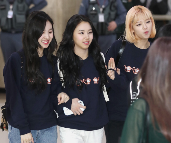 TWICE members prove they're the biggest fangirls of Oh My