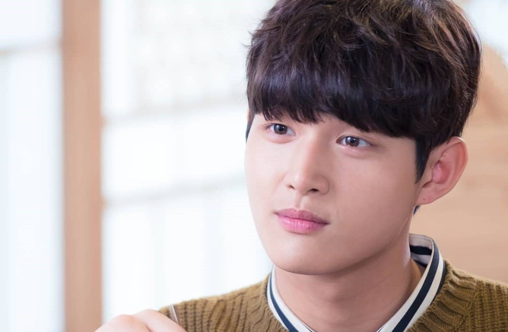 Lee Seo Won confirmed as actor-MC investigated for molesting and threatening female colleague