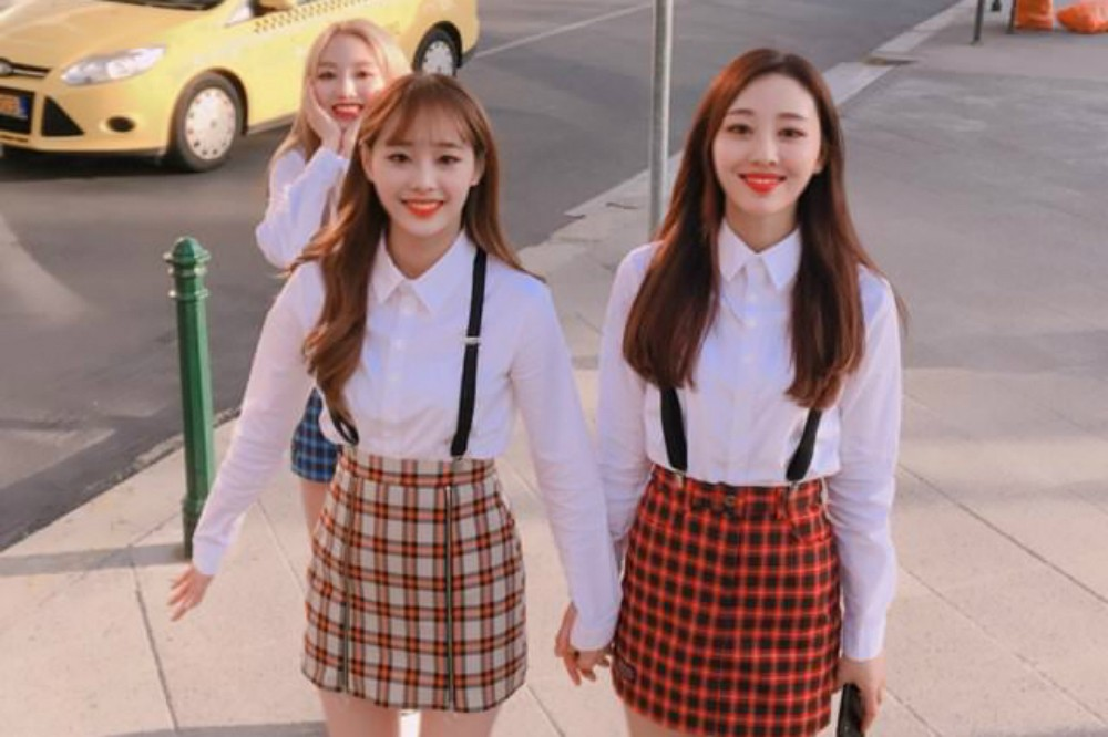 LOONA, yyxy (Youth Youth by Young)