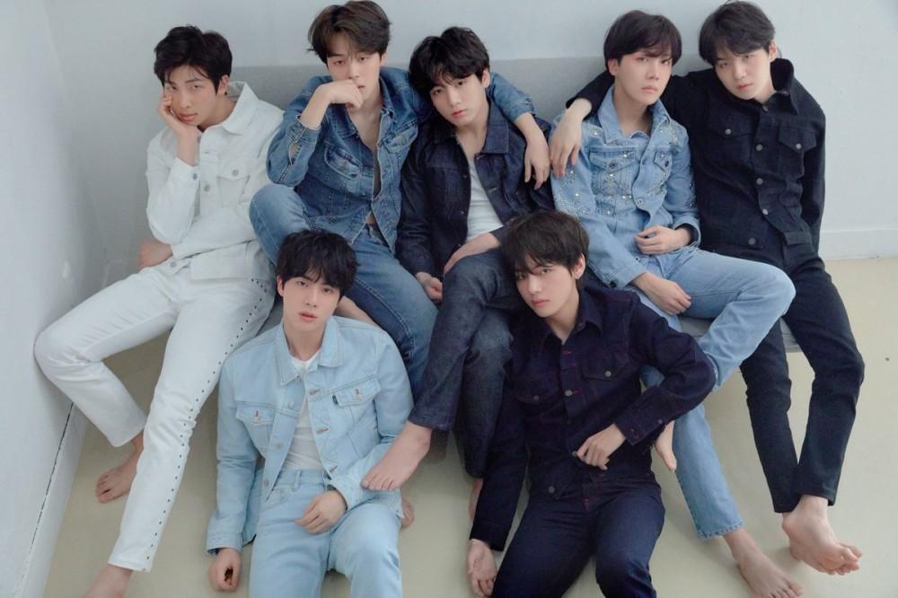 24K, AOA, SHINee, (Bangtan Boys) BTS, Cross Gene, N.Flying, Bolbbalgan4, VICTON, Dream Catcher, PRISTIN, Samuel Kim, The East Light, KHAN