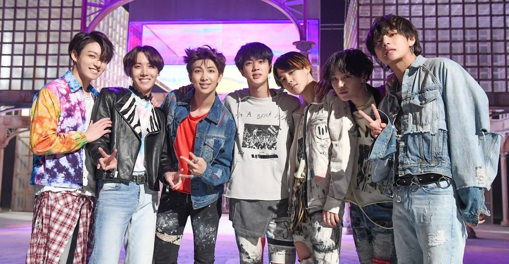 AOA, SHINee, Yubin, (Bangtan Boys) BTS, Bolbbalgan4, LOONA, yyxy (Youth Youth by Young), PRISTIN, Wanna One, Samuel Kim, ONF, fromis_9, (G)I-DLE, KHAN