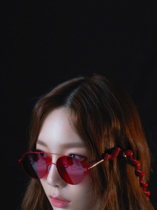 "Taeyeon (SNSD) >> single ""11:11"" - Página 3 Taeyeon_1529074995_Screen_Shot_2018-06-15_at_11.02.28_AM"