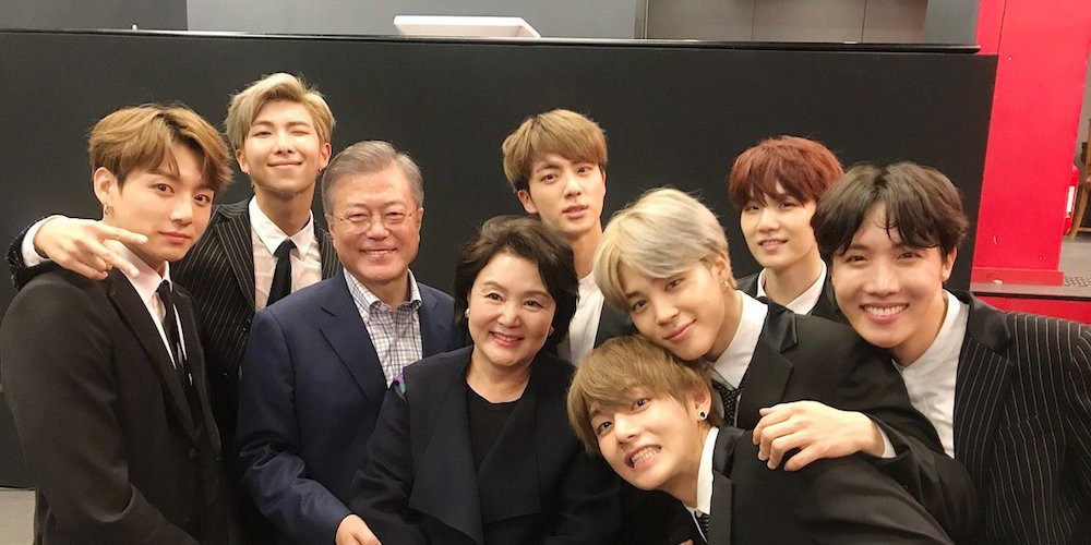 BTS snap photos with president Moon Jae In & the first lady after 'Korea-France Friendship Concert' | allkpop