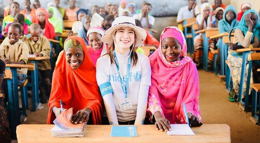 Goo Hye Sun is all smiles as she volunteers with UNICEF in Chad, Africa