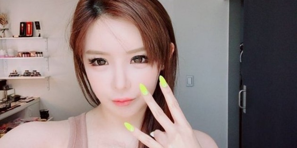 Park Bom Shows Off Her Curvaceous Figure In A New Photo Allkpop