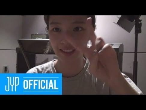 TWICE, Jungyeon, Sana