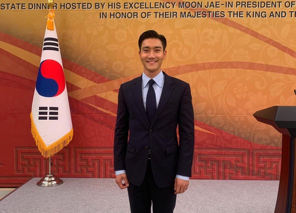 Super Junior U0026 39 S Siwon Visits Blue House As Dinner Guest