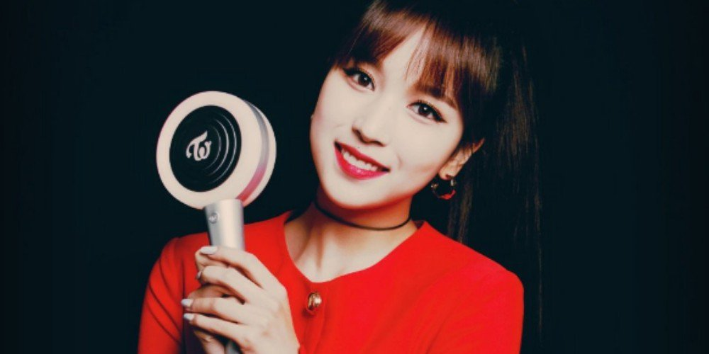 TWICE's Mina smiles with the new Candybong Z | allkpop