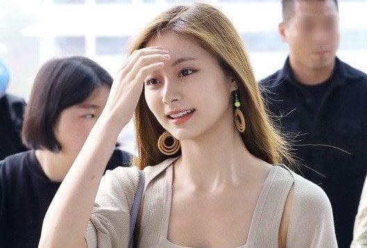 TWICE Tzuyu's Up-close Beauty Shocks Airport Staff | allkpop
