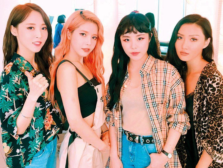Fans demand RBW take MAMAMOO out of 'Queendom' +