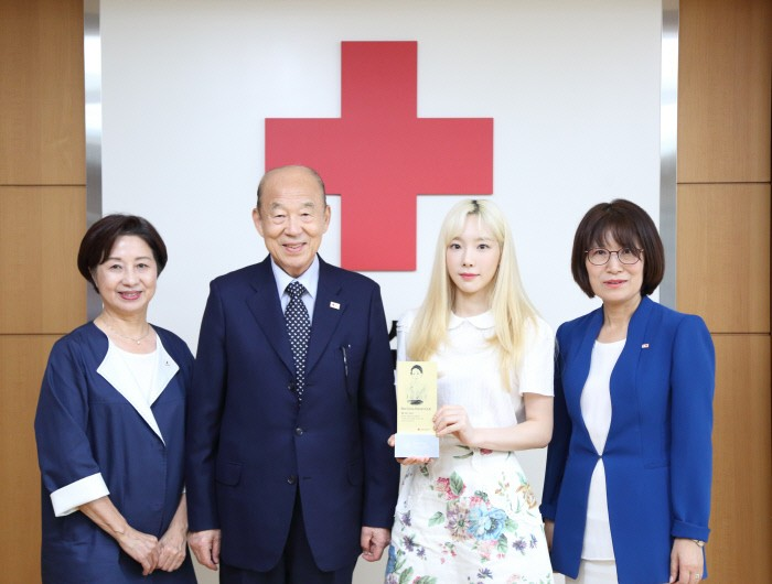 After her donation, Taeyeon is the 132nd member of the Red Cross Honors Club in Korea | allkpop