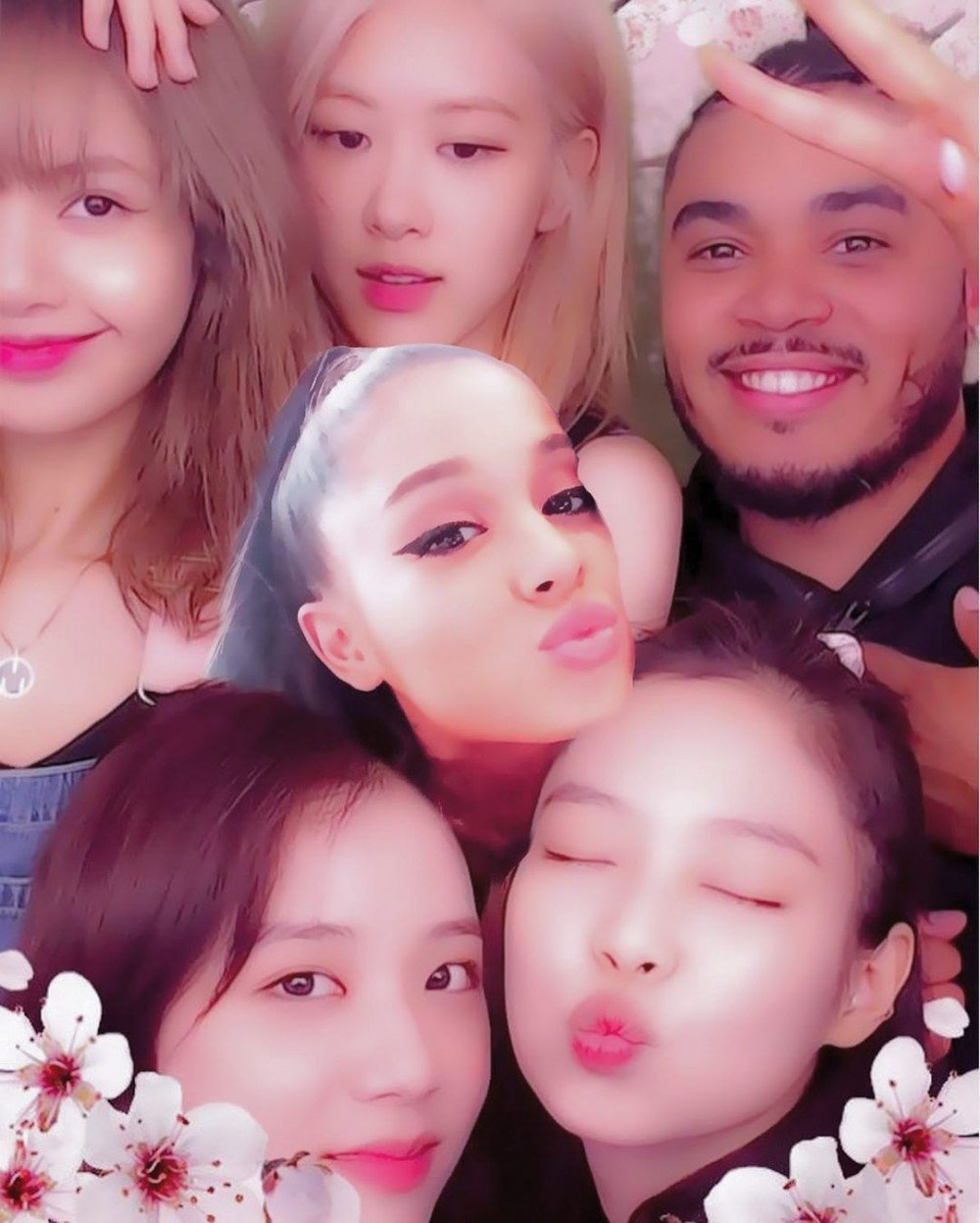Fans can't get over this cute interaction between BLACKPINK and Ariana Grande | allkpop