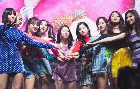 BLACKPINK, GFriend (Girlfriend), ITZY, IZ*ONE, MAMAMOO, Oh My Girl, Red Velvet, TWICE
