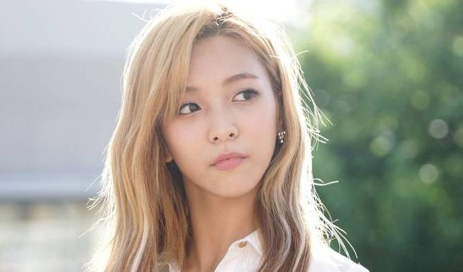 f(x)'s Luna has not renewed her contract with SM ... F(x) Luna 2013