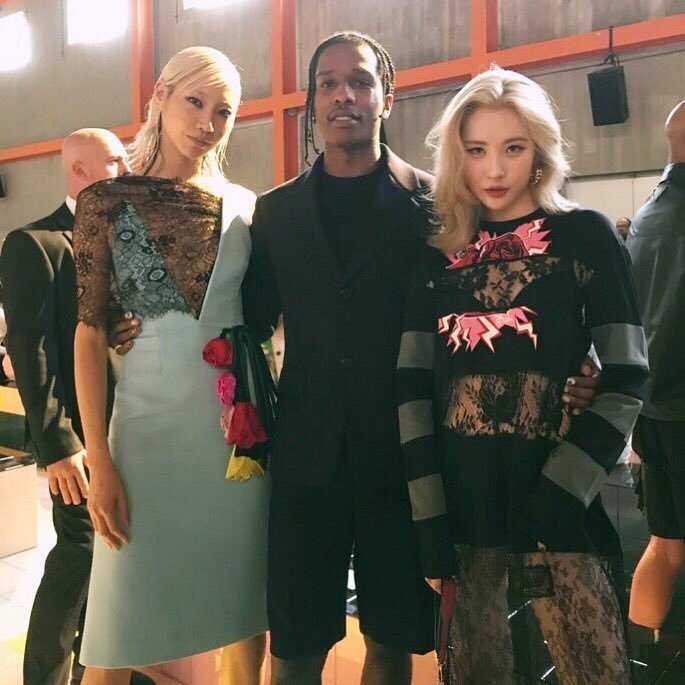 Sunmi poses with supermodel Soo Joo Park and ASAP Rocky in Milan at Prada show | allkpop