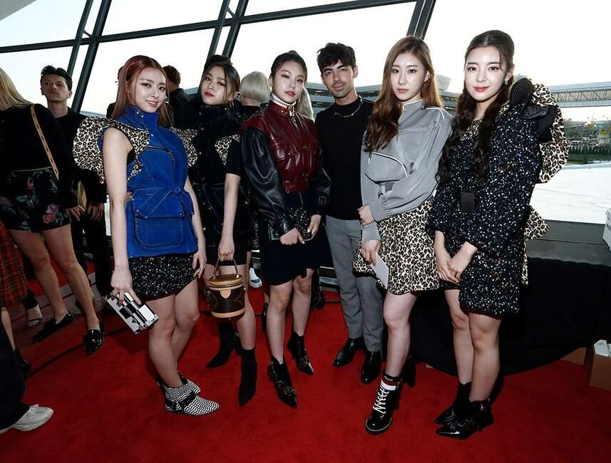 Kpop Fashion 2020.Itzy To Attend Louis Vuitton Spring Summer 2020 Show At