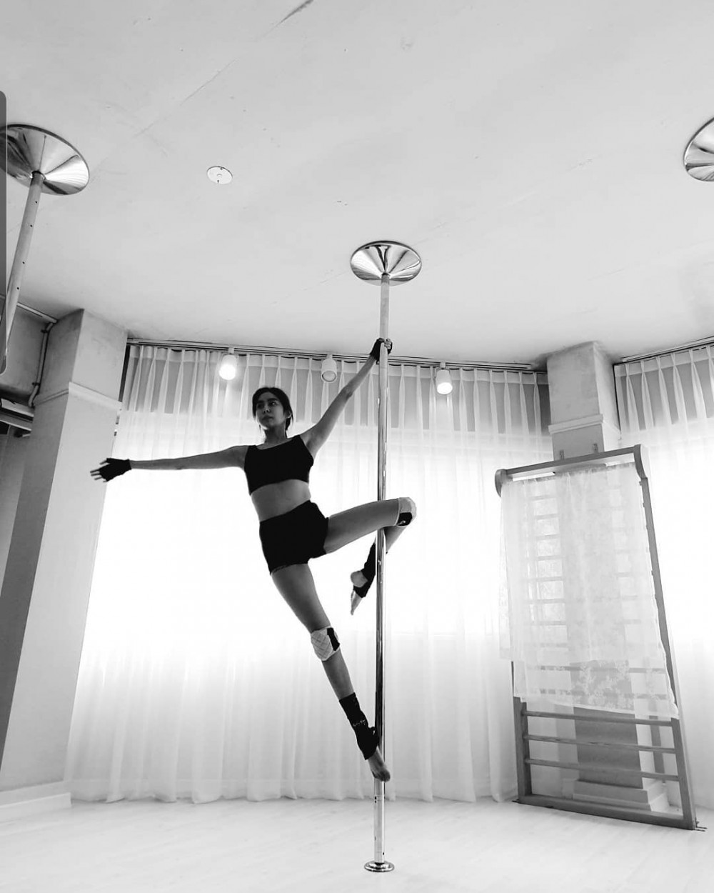 UEE shows off her pole dancing skills on Instagram   allkpop