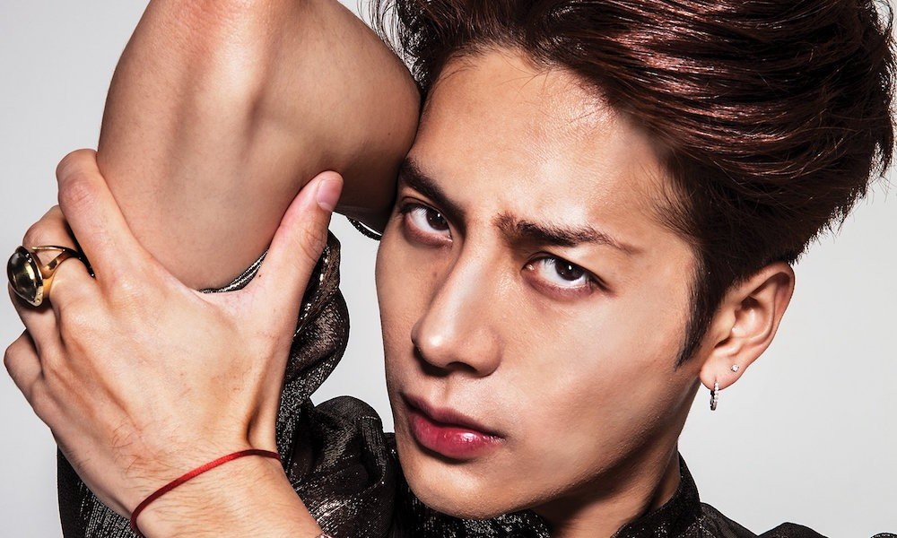 GOT7's Jackson joins list of prominent male makeup influencers in 'GQ USA' | allkpop