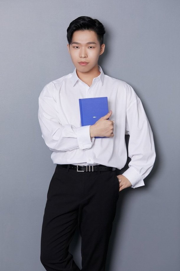 Akdong Musician's Chanhyuk becomes a best-selling author with his first novel 'Fish Meets Water'   allkpop