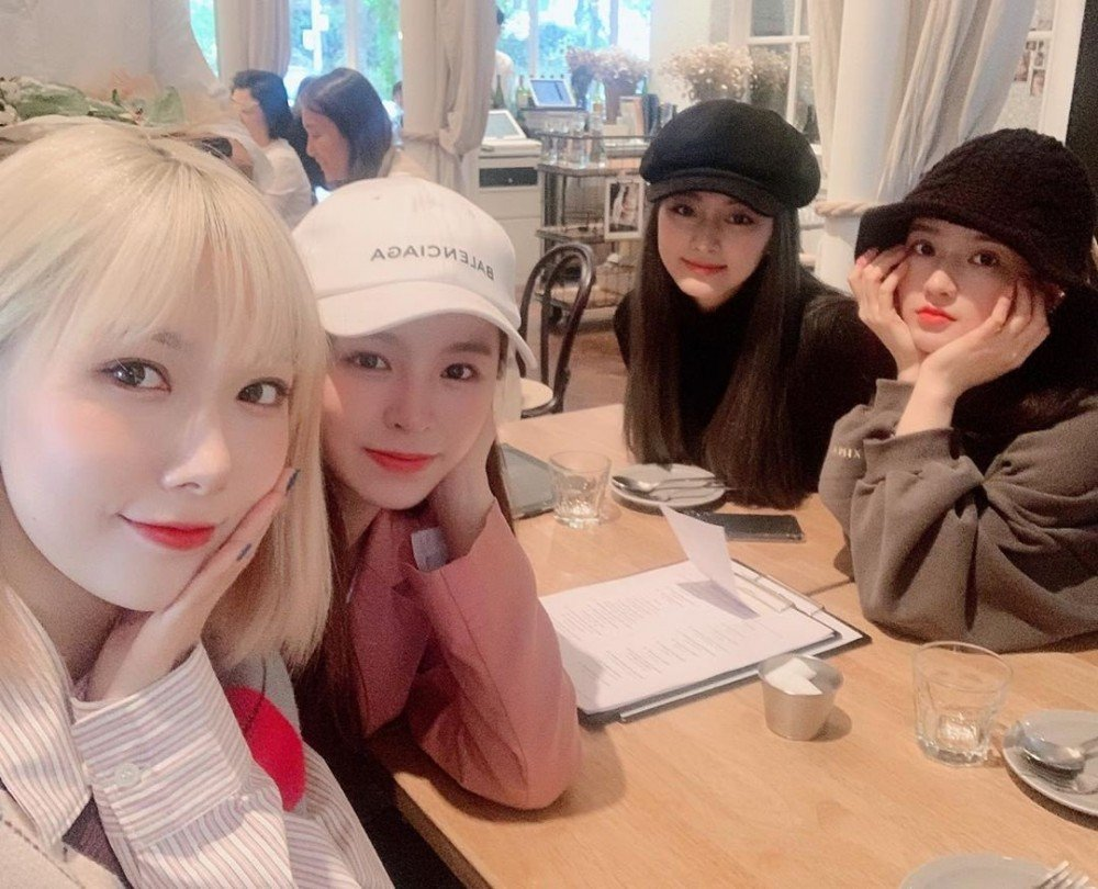 TWICE's Tzuyu, CLC's Elkie & Dreamcatcher's Handong celebrate the Birthday of Gugudan's Sally   allkpop