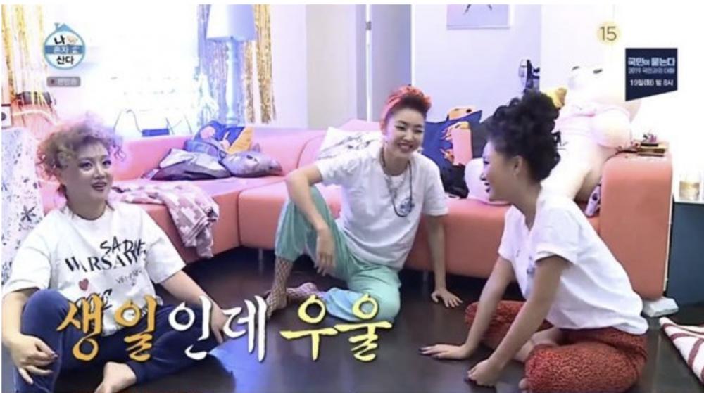 Hwa Sa, Han Hye Jin, and Park Na Rae engage in a heated Korean jacks tournament for 'I Live Alone' - allkpop