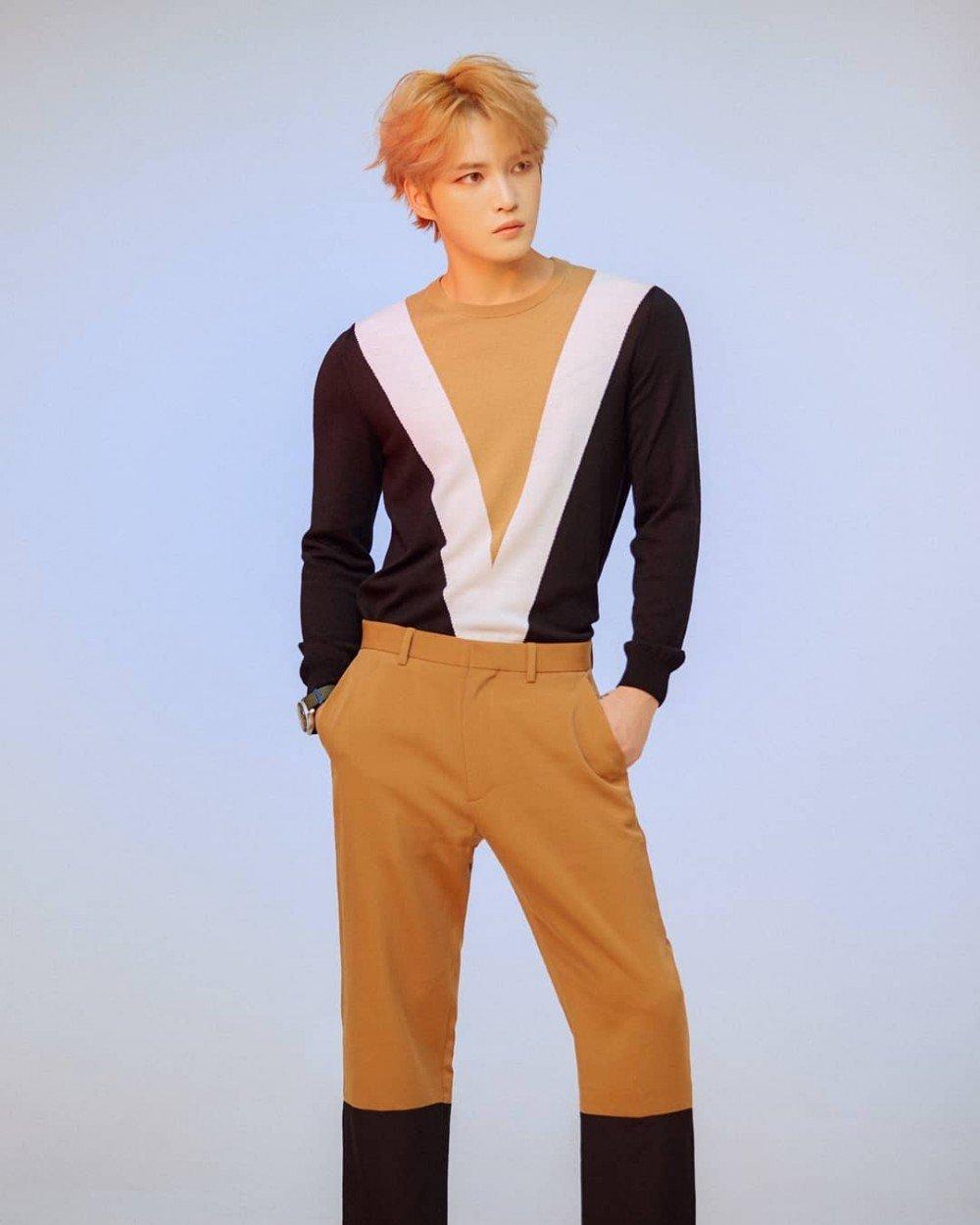 Jaejoong's recent Instagram update shows off his model-like proportions | allkpop